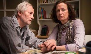 Anna (Irene Fischer) weiß, dass ihrem Hans (Joachim Luger) das Laufen gut tut. Andererseits macht sich große Sorgen: Übernimmt er sich nicht, wenn er den Jakobsweg geht?