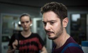 Insgeheim hoffte Timo (Michael Baral), dass Jack (Cosima Viola) ihn bald wieder in der Werkstatt unterstützt. Da taucht sie tatsächlich wieder auf. Ob das gut geht?