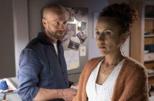 Neyla (Dunja Dogmani) weiss, dass sie schwanger ist. Wie wird ihr Mann Klaus (Moritz A. Sachs) reagieren?