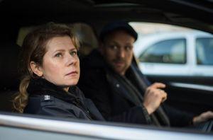 Nina (Jacqueline Svilarov)  ist frustriert, dass Johannes nicht nur ihre Kontaktversuche auf Shnax ignoriert, er blockiert sie sogar! Da bringt Klaus (Moritz A. Sachs) sie auf eine Idee.