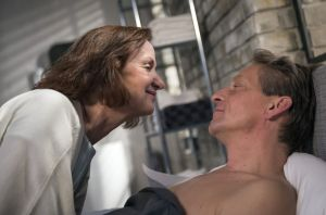 Große Liebe? Eigentlich wollte Anna (Irene Fischer) auf Distanz zu Wolf Lohmeier (Michael Müller-Reisinger) gehen. Dann aber wird sie doch wieder schwach...