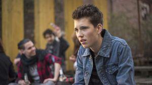 Paul (Ole Engel) ist enttäuscht: Mika hatte ihn zu einem Bandwettbewerb in den Jugendclub eingeladen, aber offenbar nicht nur ihn …