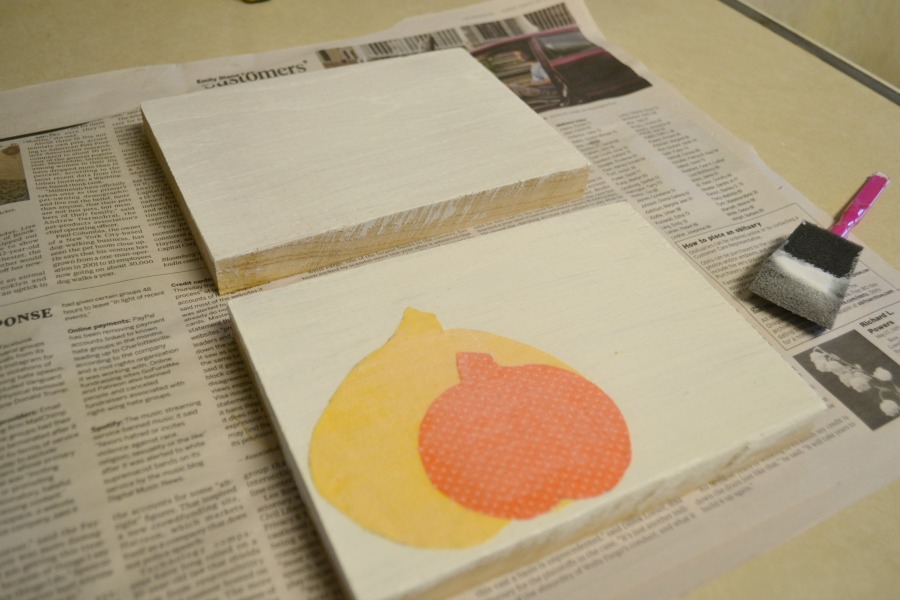 Using mod podge to add fabric pumpkins to create easy fall sign decor