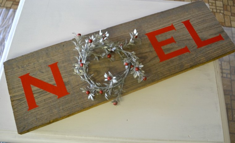 Rustic Noel wreath sign using Cricut Design Space for lettering