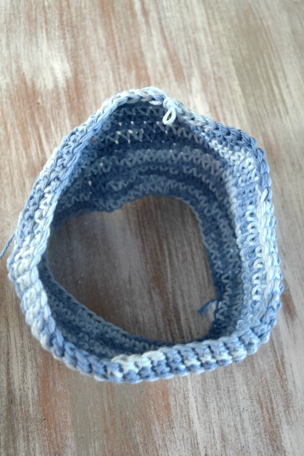 To create the potholder you will single stitch continuously around in a circle
