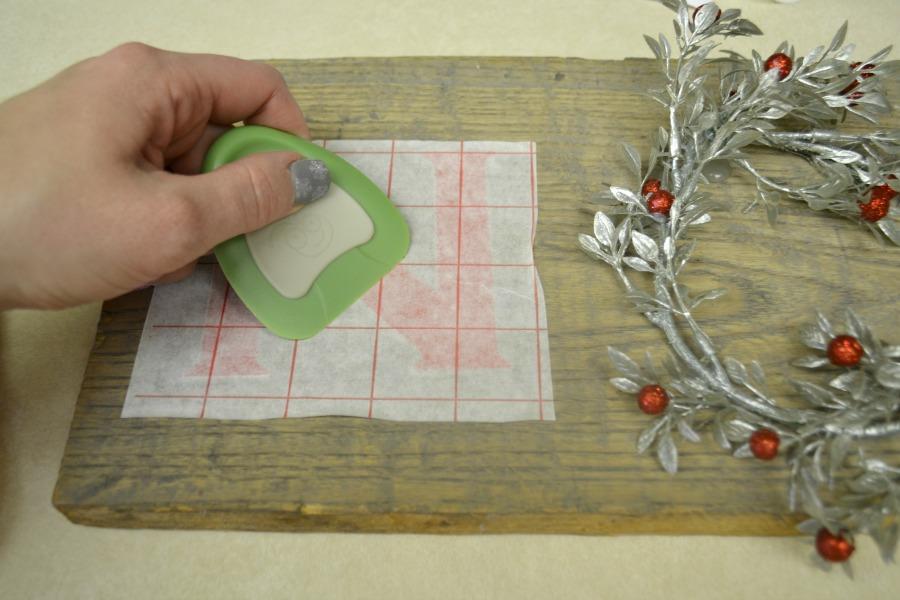 Transferring vinyl cut on a Cricut using transfer paper