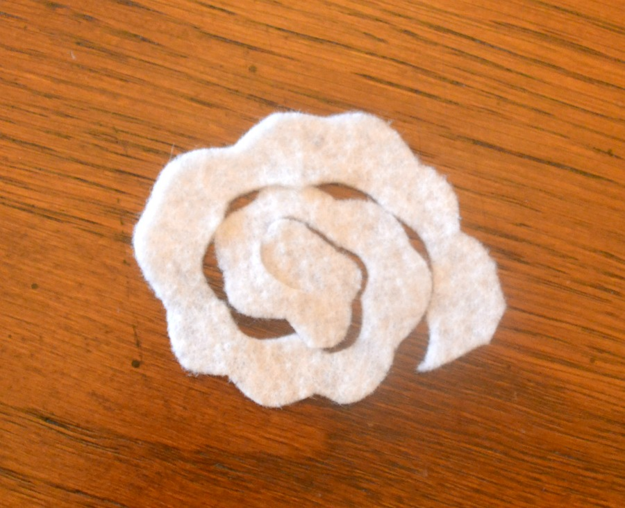 Scalloped edges on the felt will add a little bit more variation to your flowers