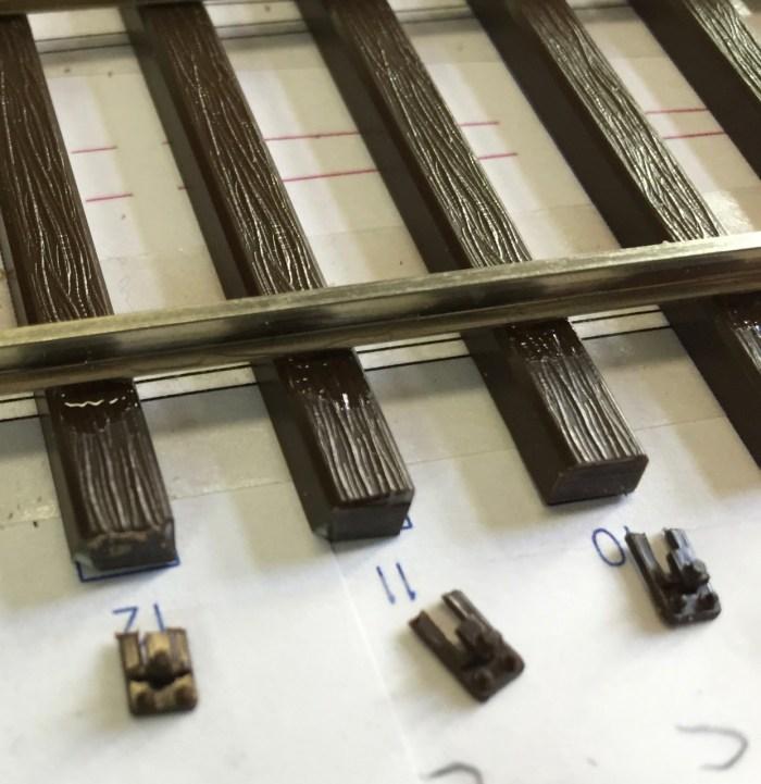 Schienenstühlchen außen einer Hegob-Weiche