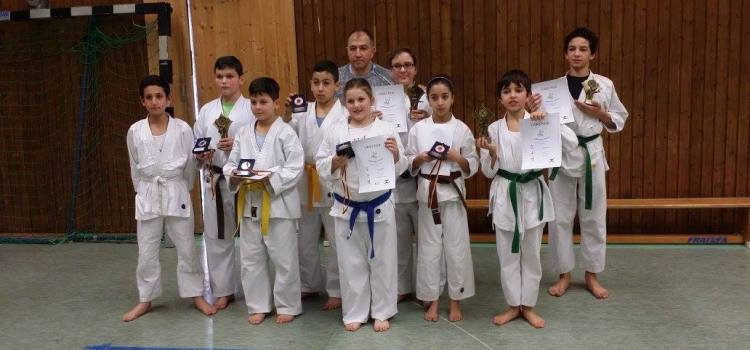 Erfolgreiche Karateka beim Kataturnier in DO-Asseln