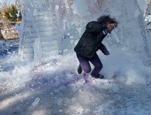 'Çılgın profesör' Kavukcu, kadına şiddete dikkat çekmek isterken üzerine buz kütlesi düştü: Saliselerle kurtuldum