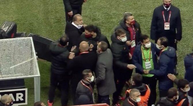 Fatih Terim çılgına döndü! Galatasaray Çaykur Rizespor maçında gerginlik…