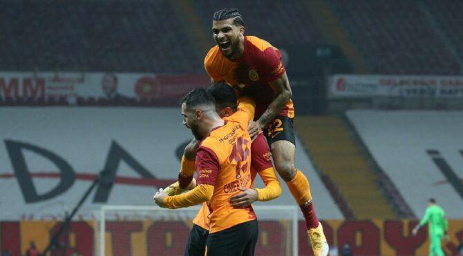 Galatasaray'ın yıldızı DeAndre Yedlin özür diledi
