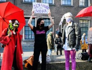 Hollanda'daki seks işçileri isyan etti: Biz de herkes gibi kira ödemek zorundayız, neden çalışamıyoruz?