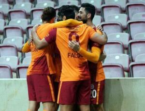 Galatasaray Konyaspor karşısında maçın son bölümünde güldü