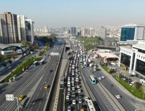 Kapanmanın ilk gününde toplu ulaşım ve trafikte yoğunluk: Ek seferler konuldu