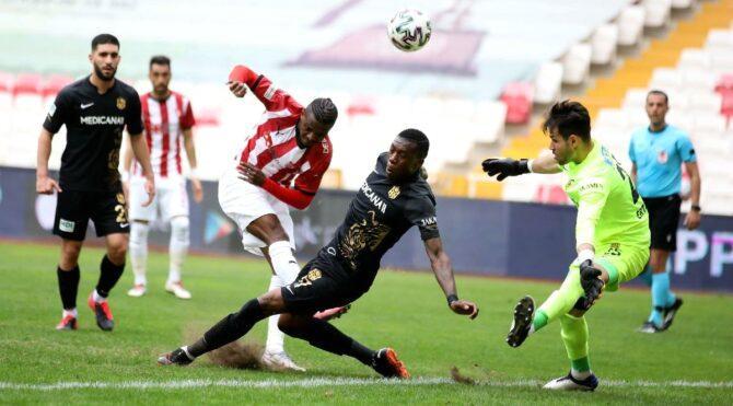 Sivasspor Yeni Malatyaspor maçında üç puan son dakikada geldi… Seri 15 maça çıktı