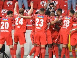 Beşiktaş Antalyaspor'u mağlup etti, kupayı aldı| Antalyaspor 0-2 Beşiktaş