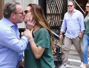 Brooke Shields'in eşi topallayarak yürümesine dayanamadı