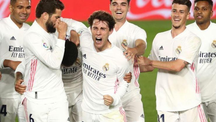 Real Madrid, David Alaba'yı transfer ettiğini açıkladı
