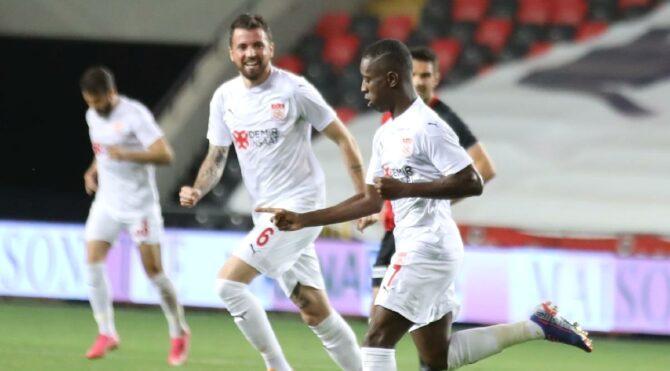 Sivasspor'un Avrupa inadı! Gaziantep FK'yi tek golle devirdi…
