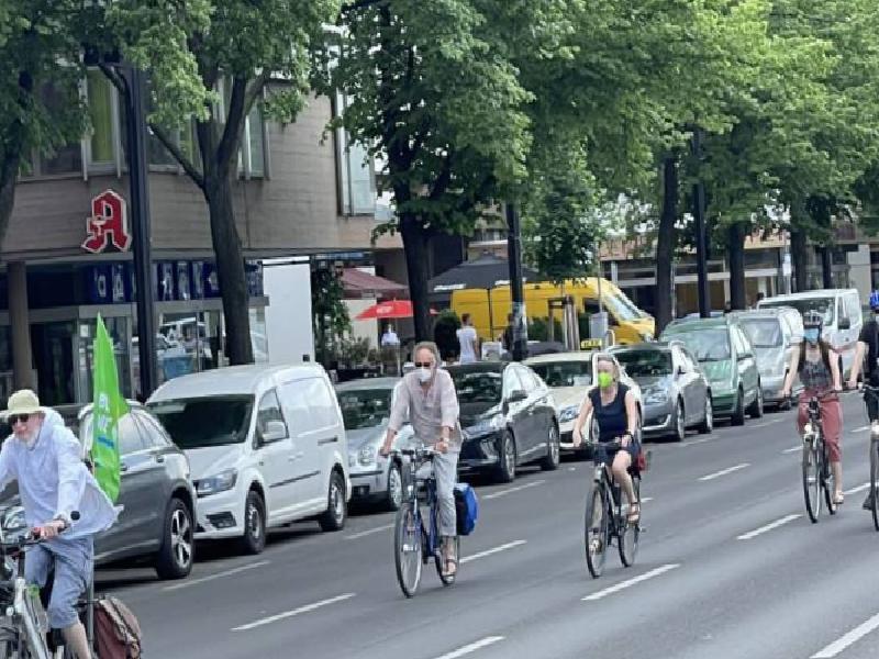 almanyada bisiklet konvoylariyla hukumet protesto edildi 0 LwcLV6Tp
