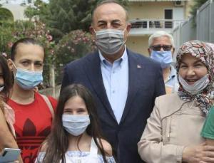 Çavuşoğlu halka Türkçe konuştu, Yunan muhabir tuhaf bir anons çekti
