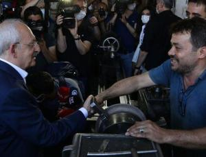 Kılıçdaroğlu, elleri kirli olduğu için tereddüt eden esnafa söyledi: O eli sıkmaktan şeref duyarım