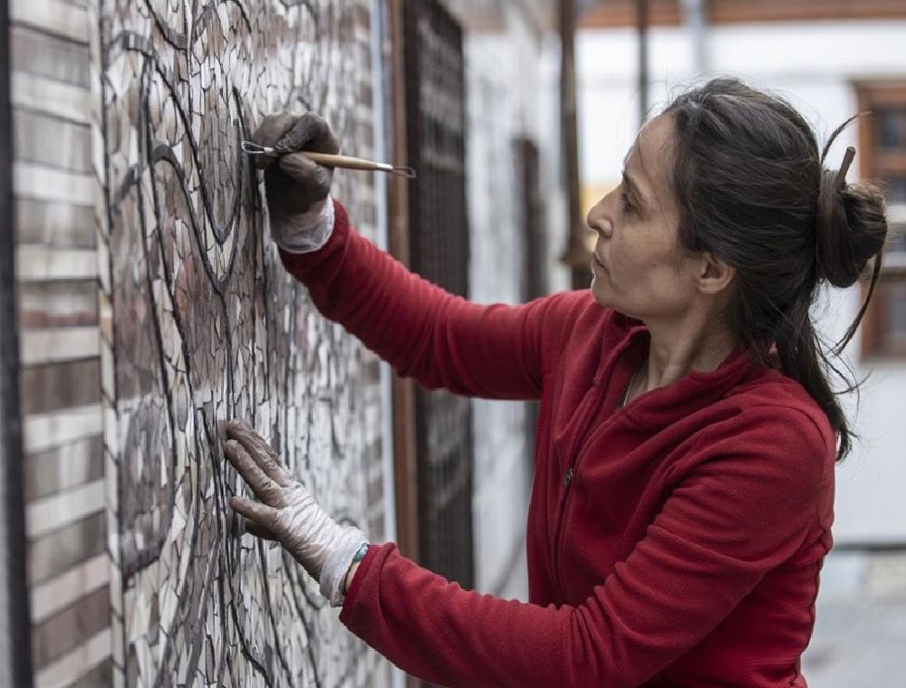 sanatci menekse bilgicin eserleri fener sokak duvarlarini susleyecek 0 lYOiVIcB