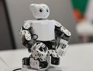 Geleceğin mucitlerini bilim ve teknolojiyle buluşturuyor