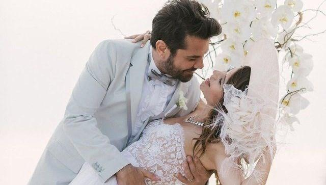 Kenan Doğulu'dan evlilik yıl dönümü paylaşımı: Hep böyle bakalım birbirimize