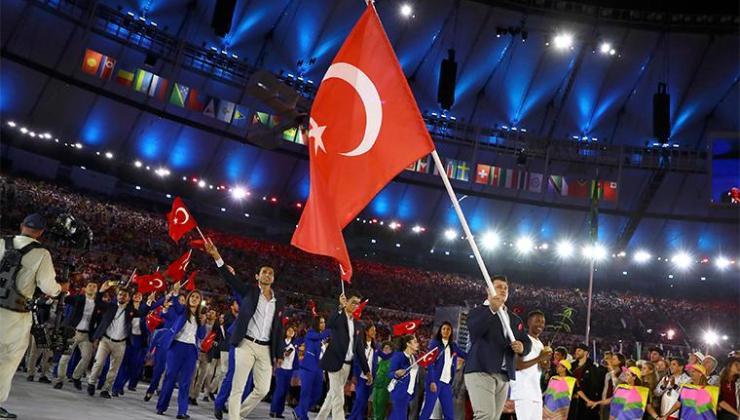 Tokyo Olimpiyat Oyunları'nın açılış töreninde Türk bayrağını Merve Tuncel ile Berke Saka taşıyacak