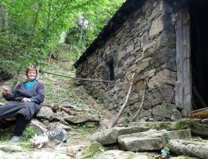 Trabzon'da bir 'yalnızlık öyküsü': 37 yıldır tek başına yaşayan 'Robinson Nine'