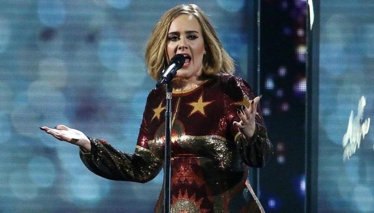 Adele'den 5 yıl sonra gelen rekor