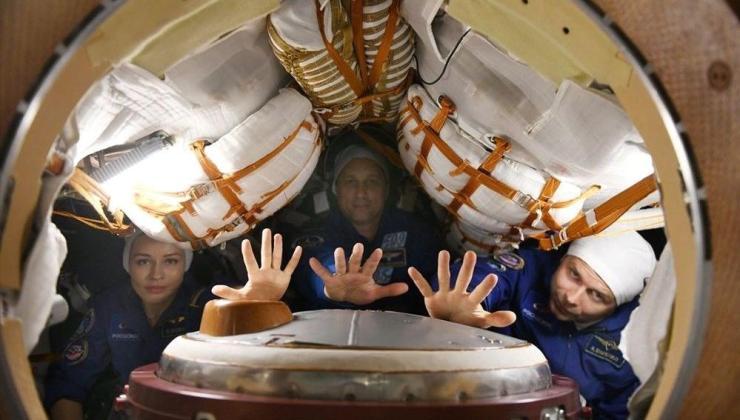 İlk uzay filmi Vyzov (Sınanma) ekibinden UUİ'de cerrahi operasyon deneyi