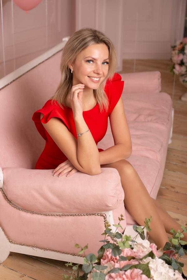 blue-eyed Ukrainian fiancée from city Dnipropetrovsk Ukraine