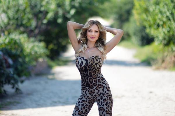 dainty Ukrainian lady from city Kharkov Ukraine