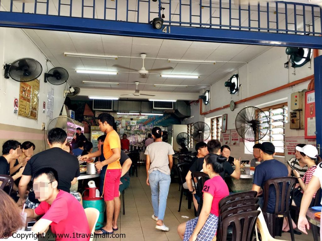 Restaurant Capitol Satay Celup Melaka full with people