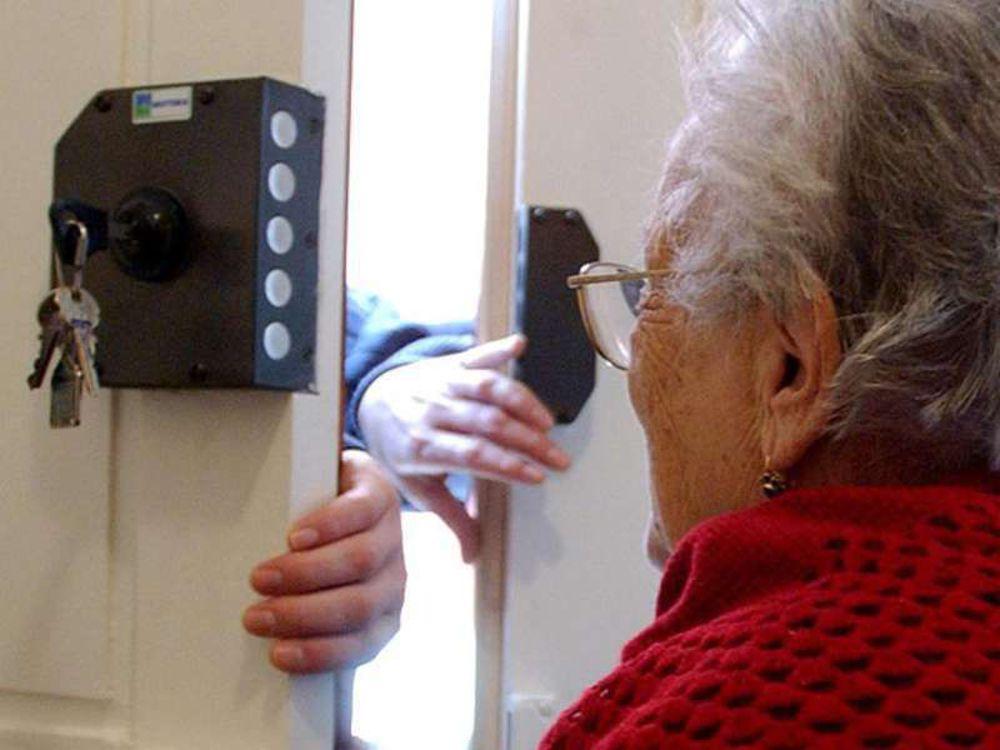 Firenze: anziana di 86 anni truffata in casa con la scusa di una bottietta miracolosa