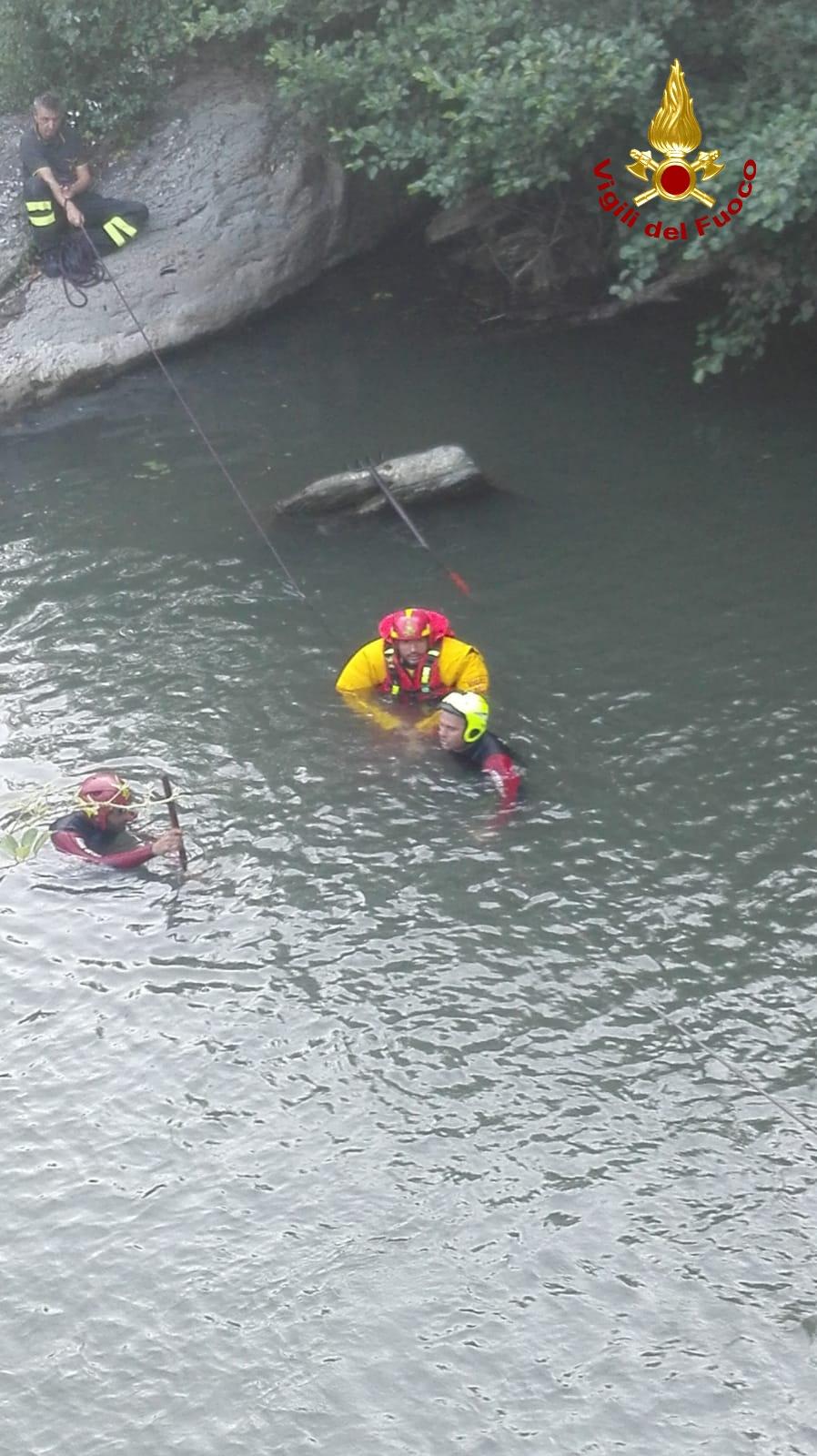 Arezzo, si tuffa in un torrente: muore ragazzo di 21 anni