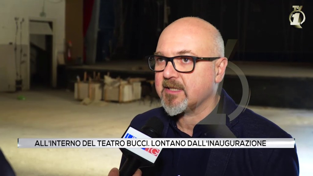 All'interno del teatro Bucci: Inaugurazione lontana.