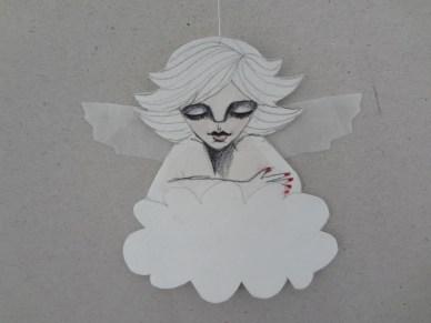 Blid engel på sky