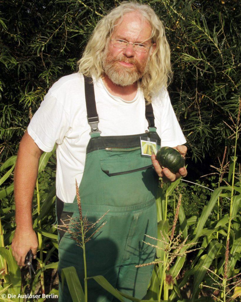 Gerd Carlsson auf dem Weltacker