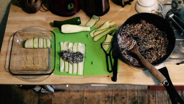 Zubereitung der Zucchini-Röllchen