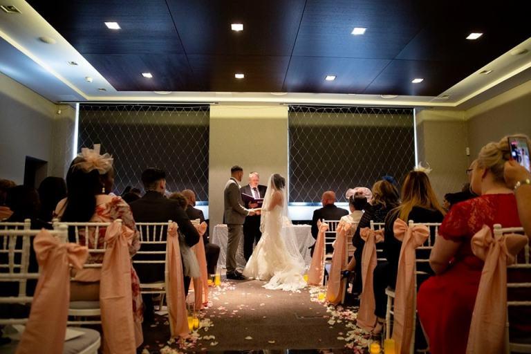 200svs-couple-ceremony