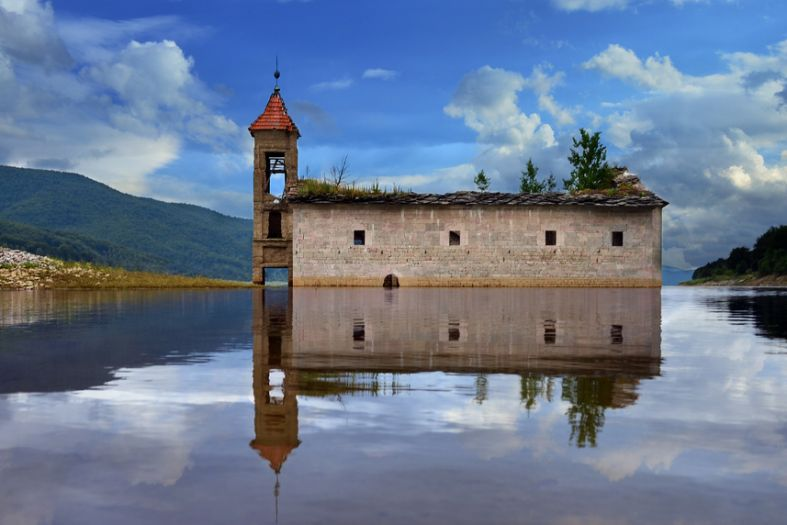 7 best submerged churches to amaze you