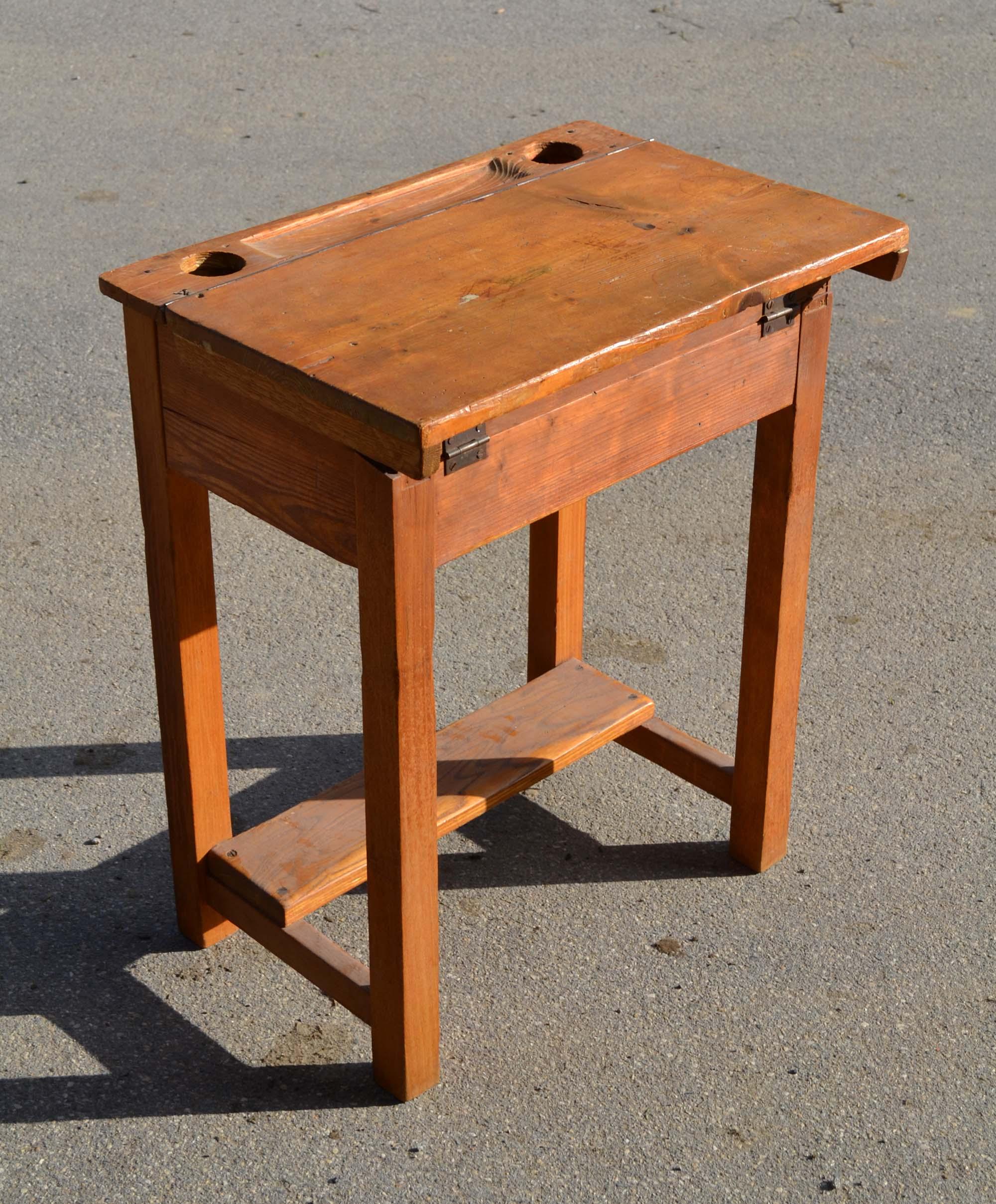 Mobilier Vintage Pour Enfants Chaises Tables Coffres