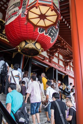 The entrance to the temple at Senso-ji.
