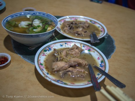 Ginger chicken in wine and snakehead fish soup