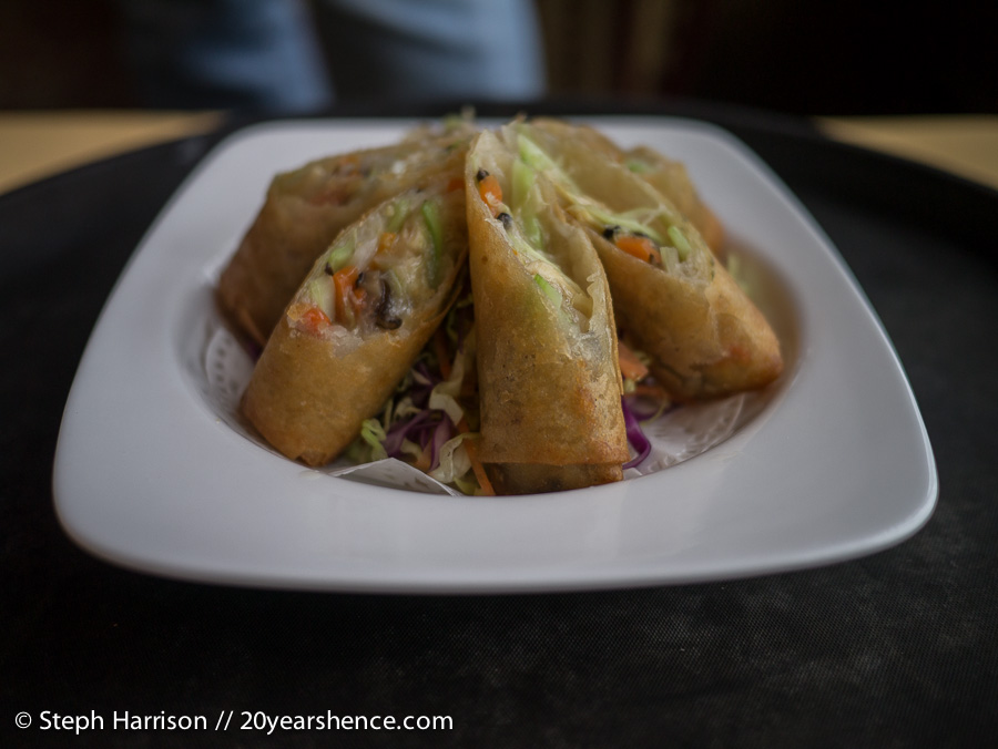 Deep-fried spring rolls stuffed with shredded chicken