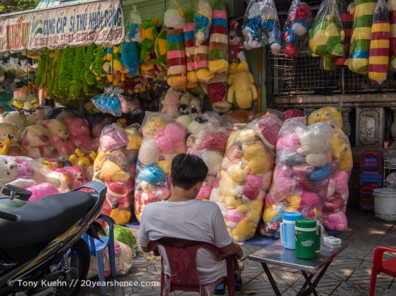 Selling stuffed animals, Ho Chi MInh City